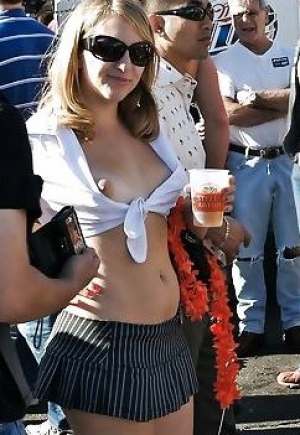 very sexy girl with great tits downblouse pics